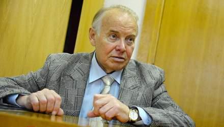Відомий філолог Пономарів пошкодив хребет: його госпіталізували у важкому стані