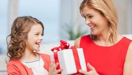 Як правильно дарувати дитині подарунки, щоб не розпестити її, і чого дарувати не варто