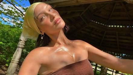 Белла Хадид в откровенном купальнике засветила обнаженную грудь: жаркие фото 18+