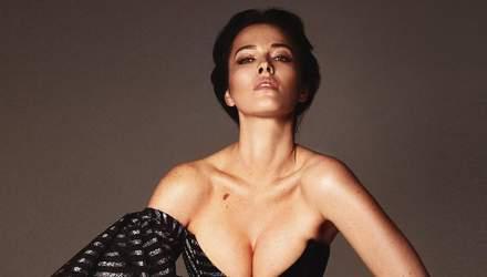 С акцентом на грудь: Даша Астафьева впечатлила формами в ярком купальнике – откровенное фото