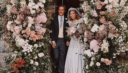 У вінтажній сукні: королівський палац поділився першими знімками з весілля принцеси Беатріс