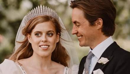 Принцесса Беатрис вышла замуж в платье своей бабушки: фото с королевской свадьбы