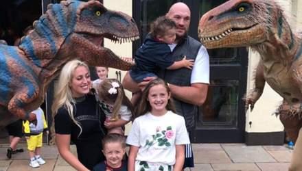 Динозавры чуть не съели Тайсона Фьюри: видео