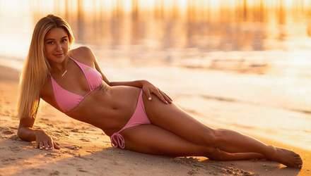 Українська каратистка вразила фігурою в спокусливому купальнику на пляжі: фото
