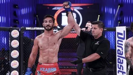 Тотальне знищення: боєць MMA жорстко побив суперника – відео