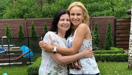 Найкраща подружка: Лілія Ребрик зворушливо привітала маму з днем народження – милі фото