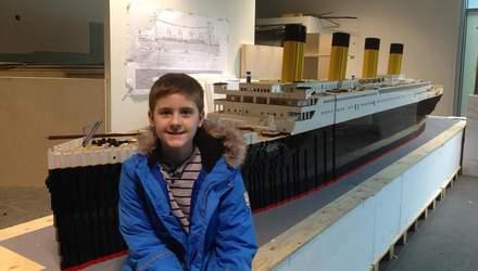 """Мальчик с аутизмом сделал самую большую копию """"Титаника"""" из фигурок Lego: это изменило его жизнь"""