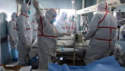 З лікарні виписали жінку, яка найдовше хворіла на COVID-19