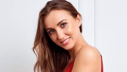 """Ризатдинова показала фото в соблазнительном купальнике и призналась про """"первый раз"""""""