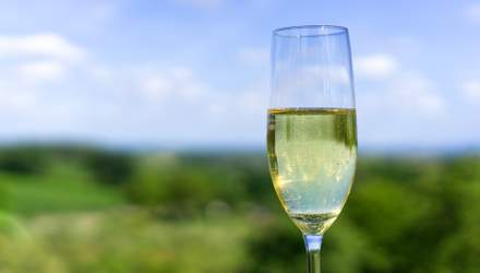 День народження шампанського: 10 цікавих фактів про ігристий напій