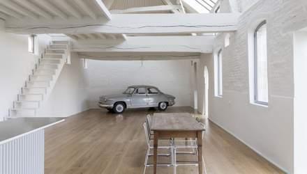 Авто в столовой: в Бельгии превратили конюшню на жилой дом – красивые фото