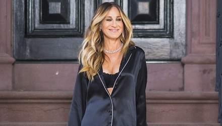 У стилі Керрі Бредшоу: Сара Джессіка Паркер з'явилася на вулицях Нью-Йорка у блискучих мюлях