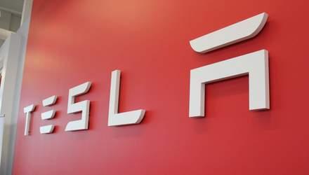 Tesla работает над фирменными умными часами: утечка