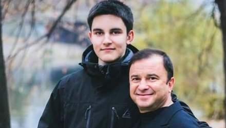Виктор Павлик растрогал архивными кадрами с погибшим сыном Павлом: видео