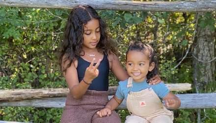 Ким Кардашян сделала фотосессию своим дочерям: великолепные фотографии