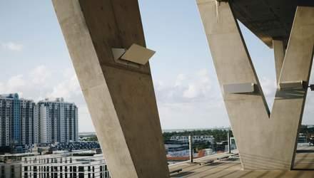 Бетонные шары: новый способ облегчения строительства огромных зданий – фото