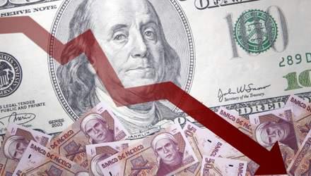 Доллар упал до многолетнего минимума: какой курс сейчас