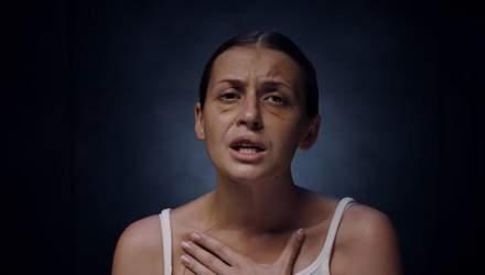 Жертва нападу у потязі Маріуполь – Київ Анастасія Лугова стала героїнею кліпу Alyona Alyona