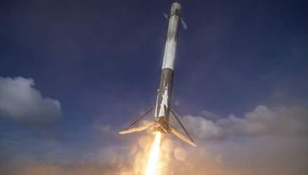 """SpaceX показала посадку багаторазової ступені Falcon 9 """"від першої особи"""": відео"""