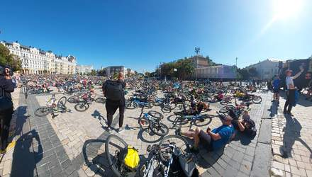 Полтысячи велосипедистов устроили интересный флешмоб в центре Киева: впечатляющие фото