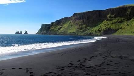 Пляжі світу з незвичайним кольором піску: різнобарвні фото