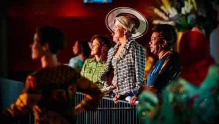 У розкішному костюмі Chanel і капелюшку: королева Нідерландів сходила до театру