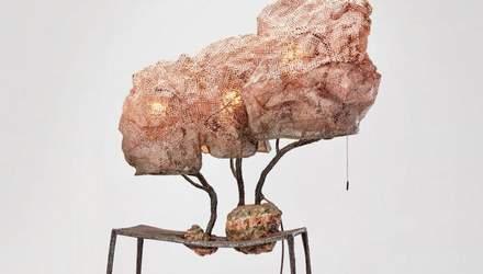 """Іспанський дизайнер створив лампи """"в коконі"""": фото чудернацького декору"""
