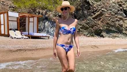 У трусиках і футболці: Катя Осадча похизувалася довгими ногами – фото