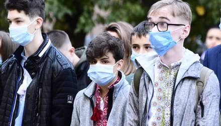 Первый звонок: в Ивано-Франковске ученики наконец пошли в школу после каникул