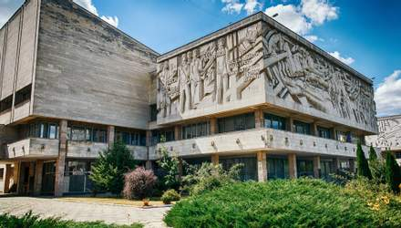 Студент КНУ воссоздал точную копию здания университета в известной игре Minecraft: видео