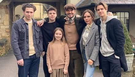 З чоловіком і дітьми: Вікторія Бекхем підкорила рідкісними сімейними кадрами