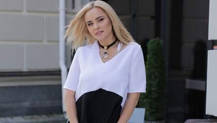 В красивой блузке: Лилия Ребрик похвасталась элегантным образом – фото