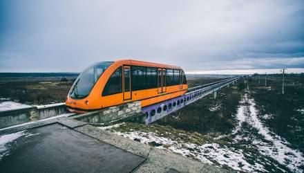 Закинутий рейковий автобус під Києвом: яскраві фото