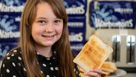 Девочка 8 лет ела только поджаренный хлеб: как теперь выглядит школьница