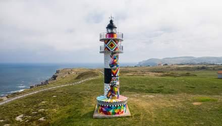 Немов картина: в Іспанії художник креативно оновив фасад 90-річного маяка – неймовірні фото