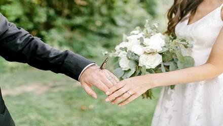 Метелик став несподіваним доповненням весільної фотосесії: казкові фото