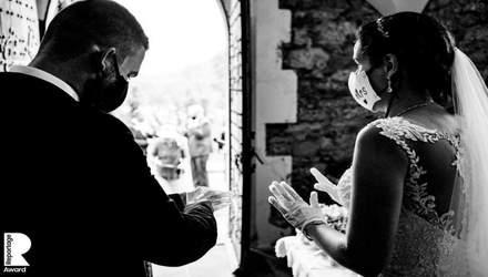 Маски, дистанция и почти без гостей: как происходили свадьбы во время пандемии COVID-19