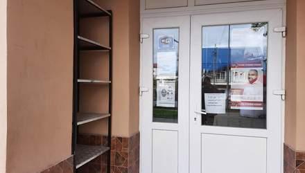 У Чернівцях розвішали агітки у комунальній бібліотеці: поліція проводить розслідування