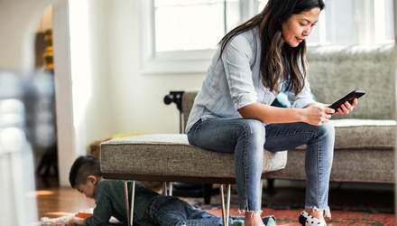 Родительская зависимость от смартфона: как проявляется и чем вредит ребенку