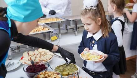 Без сосисок и полуфабрикатов: в Минздраве рассказали, как хотят кормить детей в школах и садиках