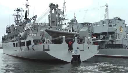 """Техніка війни: Судно """"Балта"""" вийшло в море після ремонту. Повітряний бій США з винищувачами"""