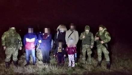 Хотіли викинути власних дітей з автобуса на ходу: шокуюча історія депортації нелегалів з України