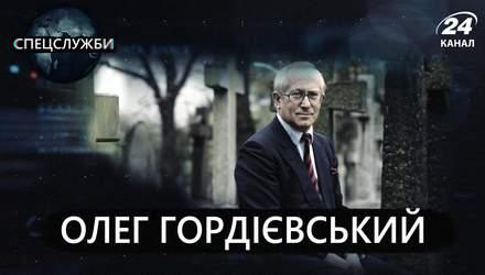 Сбежал из-под носа КГБ: как двойной агент спас мир от Третьей мировой