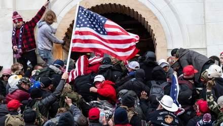 Штурм Капітолія – не мирний протест: що насправді сталось у Вашингтоні