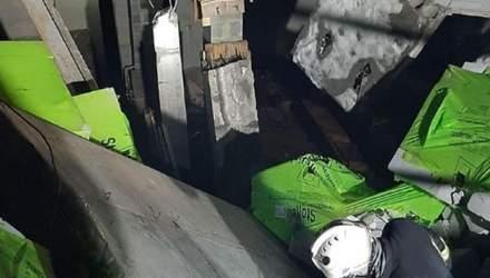 У Києві обвалилися будівельні конструкції: під завалами опинилися робітники – фото, відео