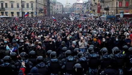 Арешт Навального і жорстокість ОМОНу: для чого українцям слідкувати за подіями в Росії