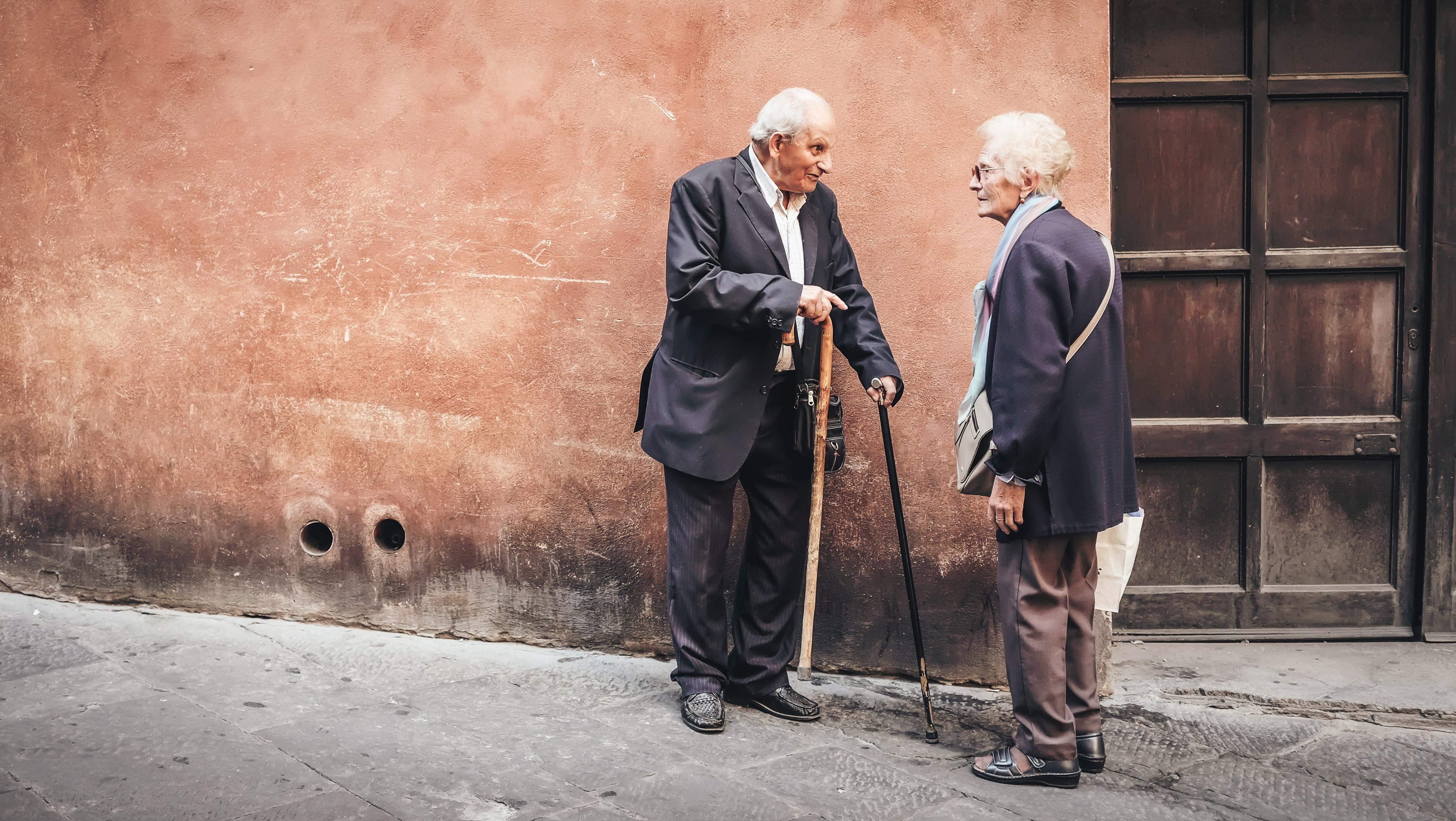Пенсіонери з повним стажем мають визі мінімальні пенсії