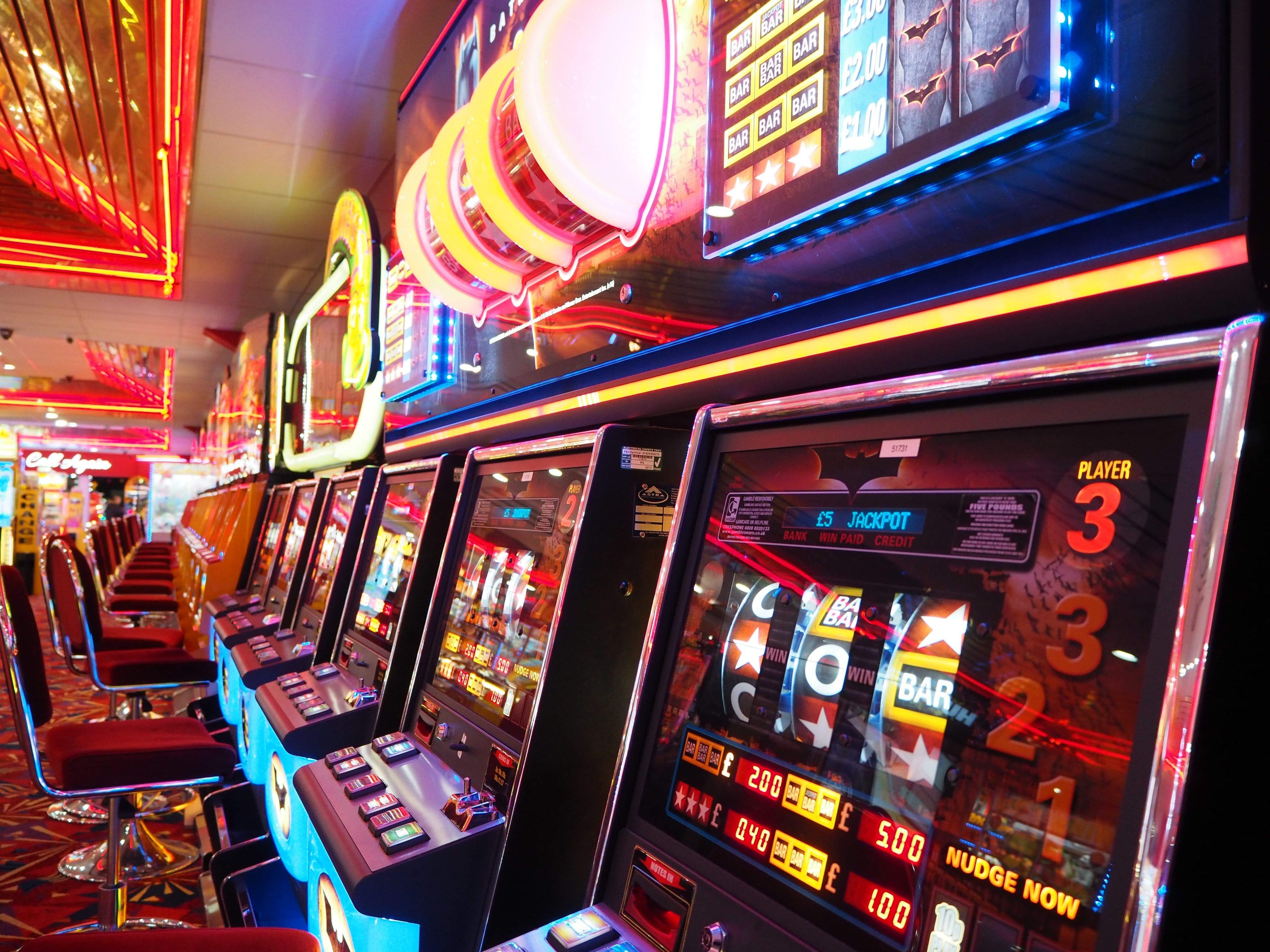 Чому слоти стали найпопулярнішими ігровими автоматами у всьому світі