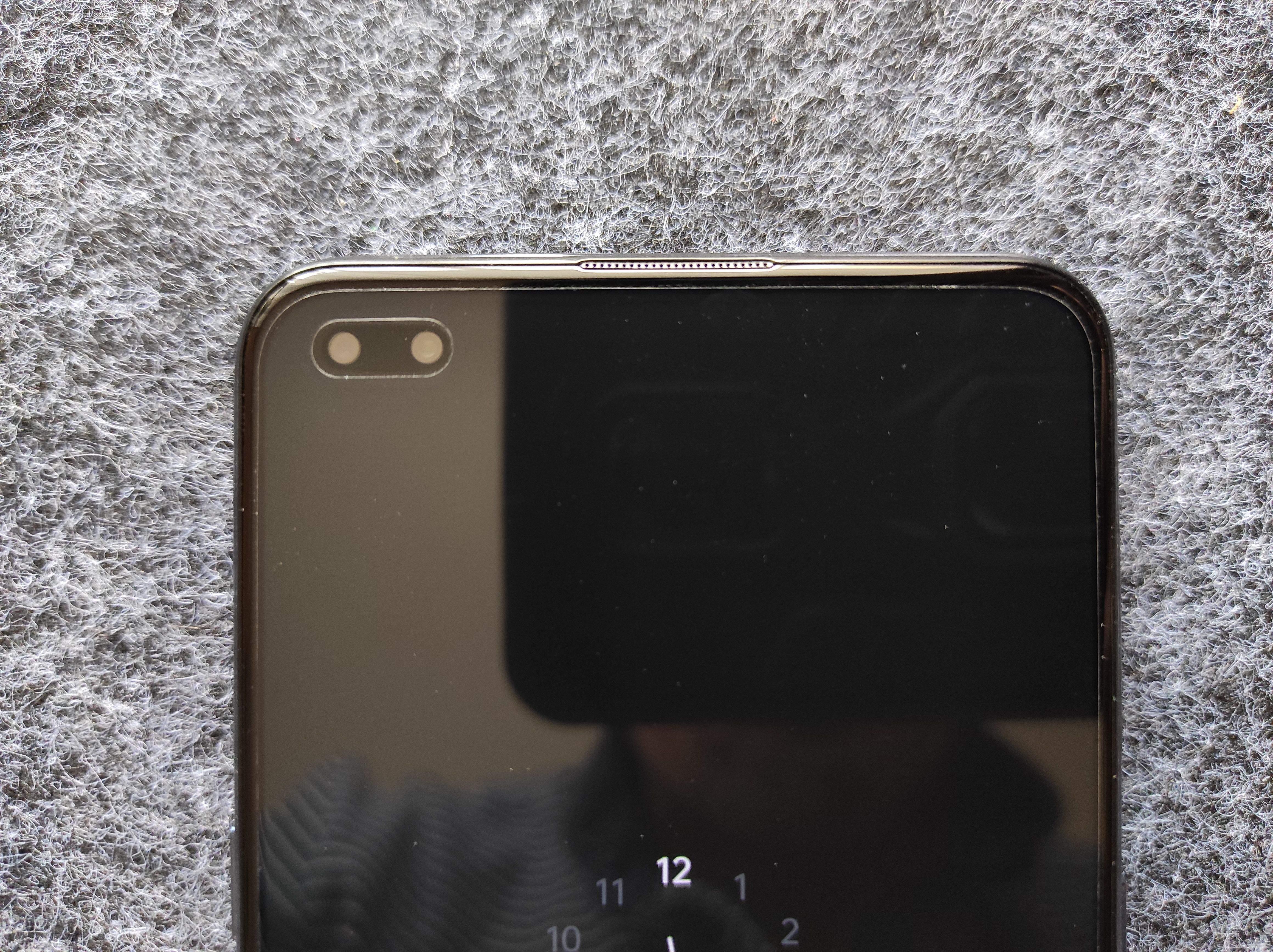 Фронтальна камера захована в екран