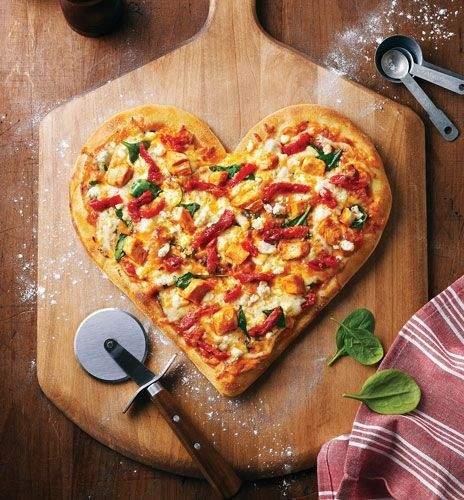 Велика піца у формі серця / Фото Pinterest